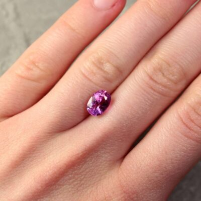 2.47 ct purplish pink oval sapphire