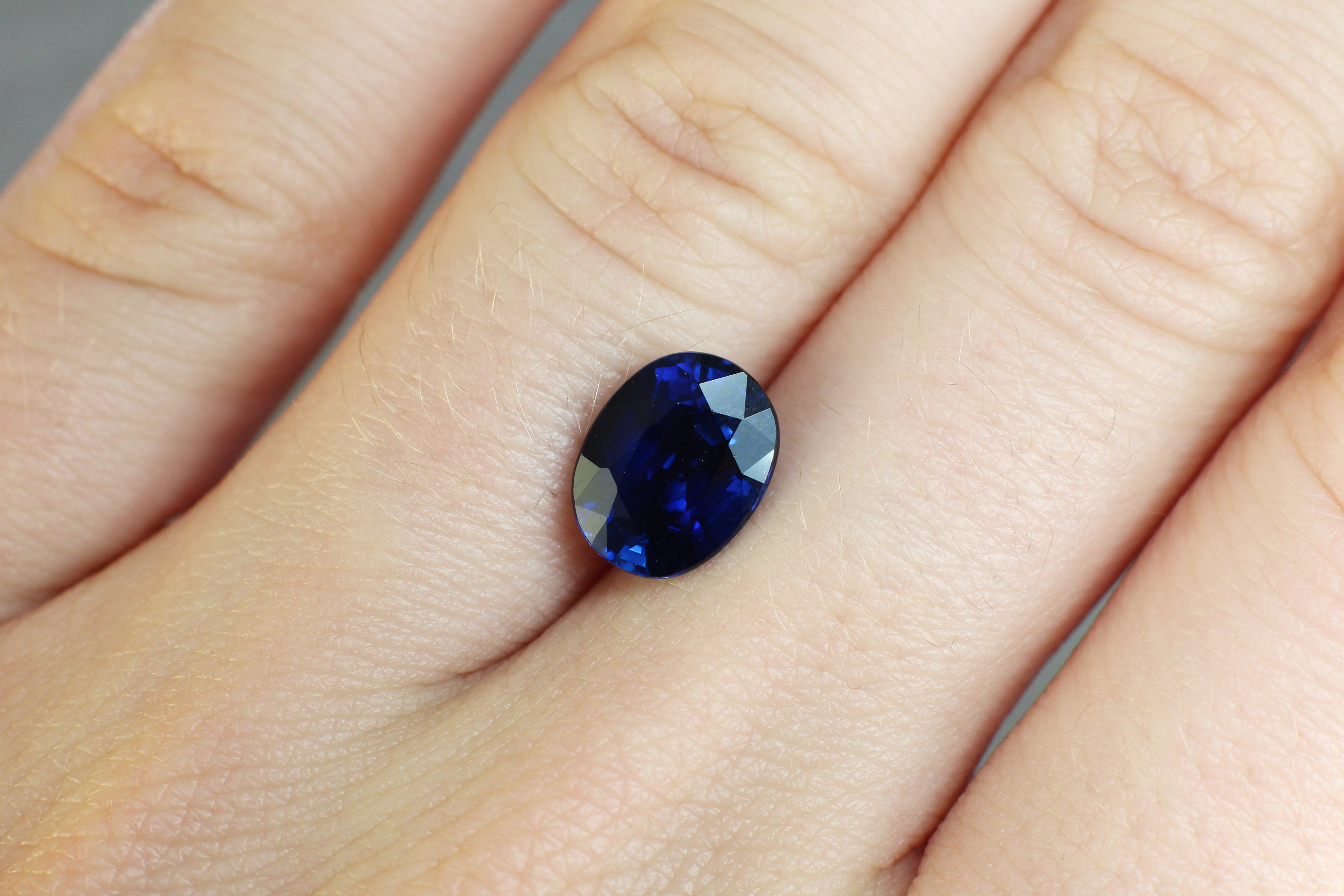 2.88 ct royal blue oval sapphire