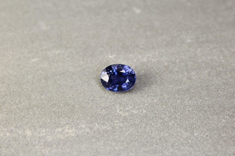 3.05 ct blue/violet oval sapphire