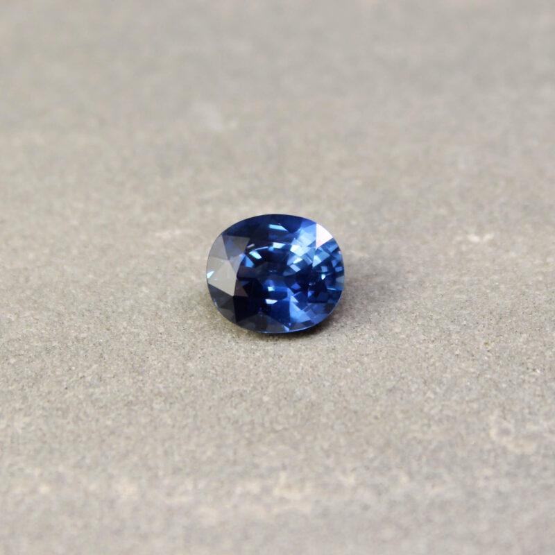 3.05 ct violetish blue oval sapphire