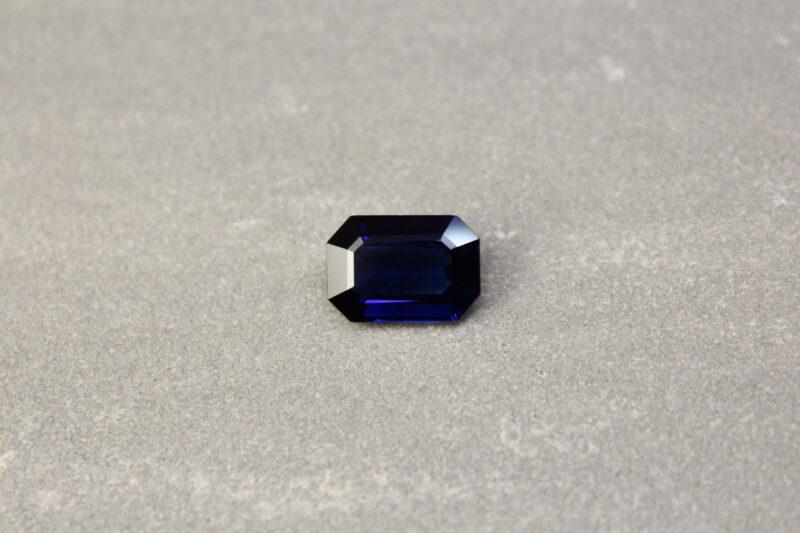4.55 ct violetish blue octagon sapphire