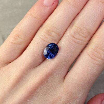 5.53 ct blue-violet oval colour change sapphire