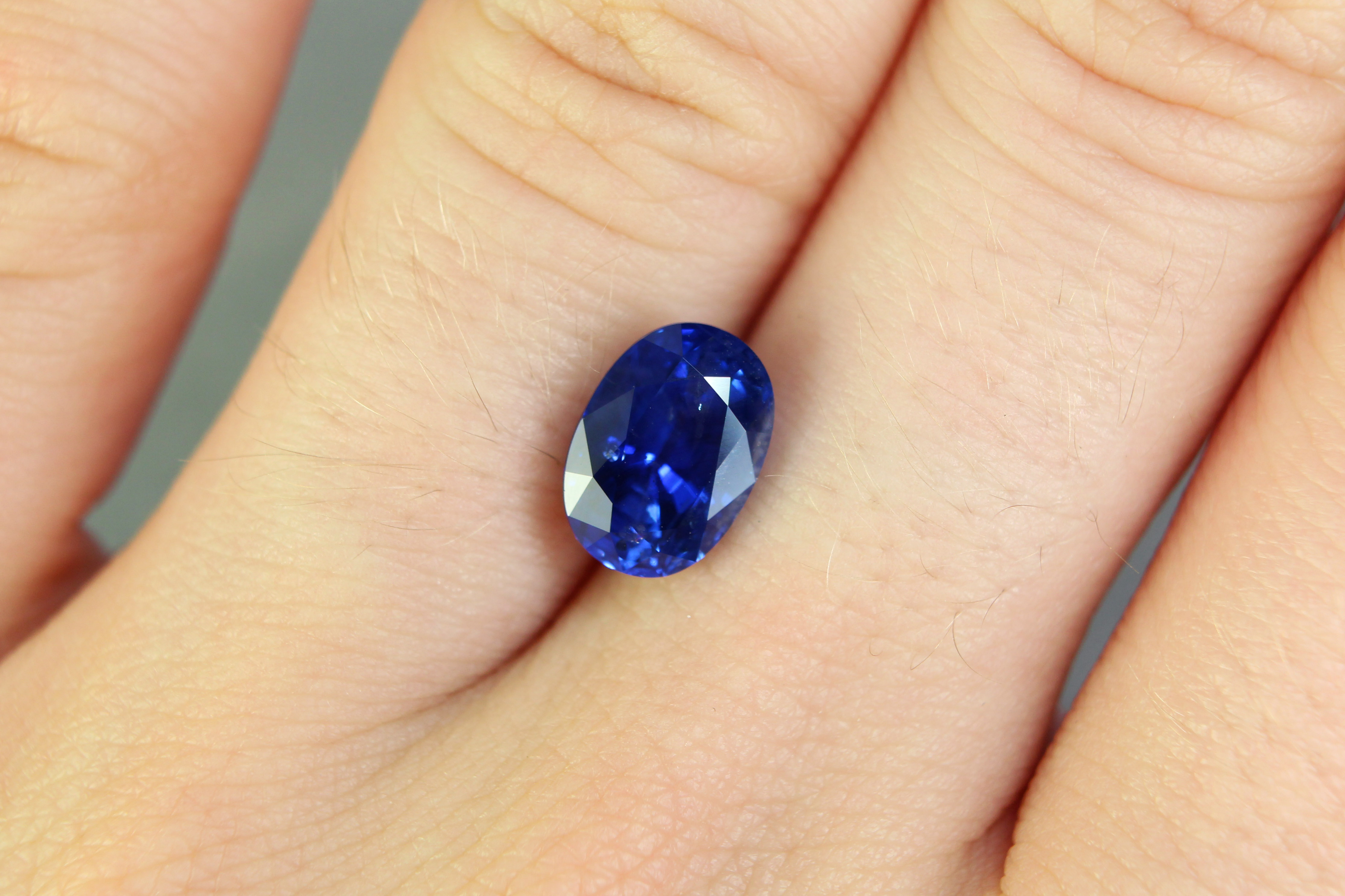 3.05 ct blue oval sapphire