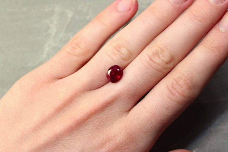 3.05 ct red oval ruby