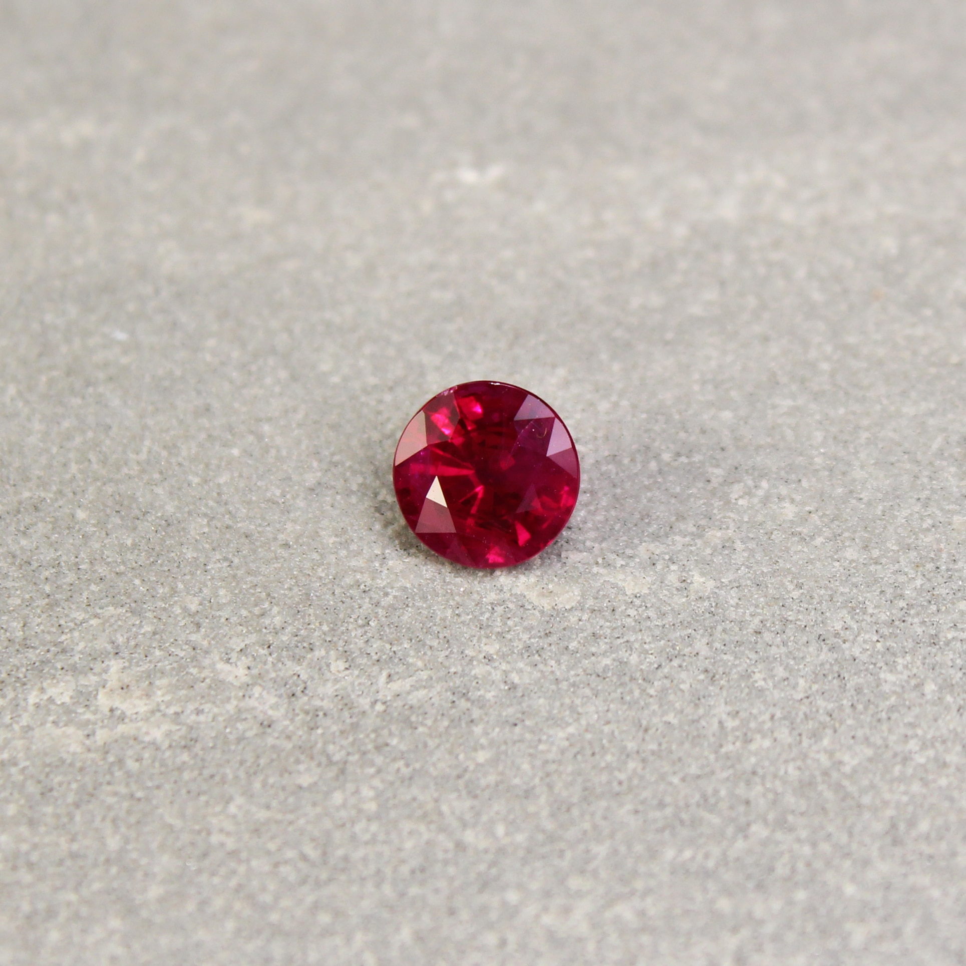 1.15 ct round red ruby