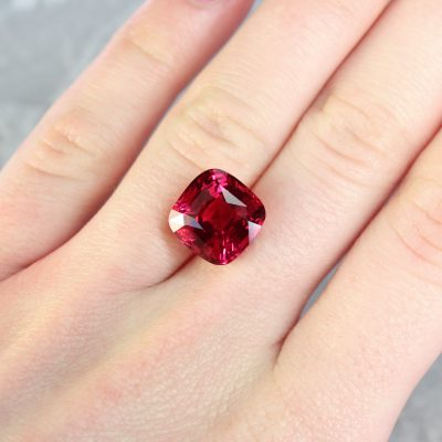 loose red gemstone hatton garden