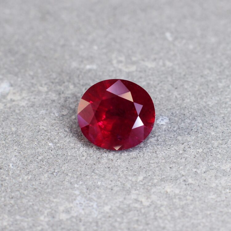 2.91 ct red oval ruby