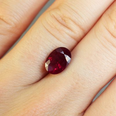2.86 ct red oval ruby