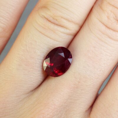 3.28 ct red oval ruby