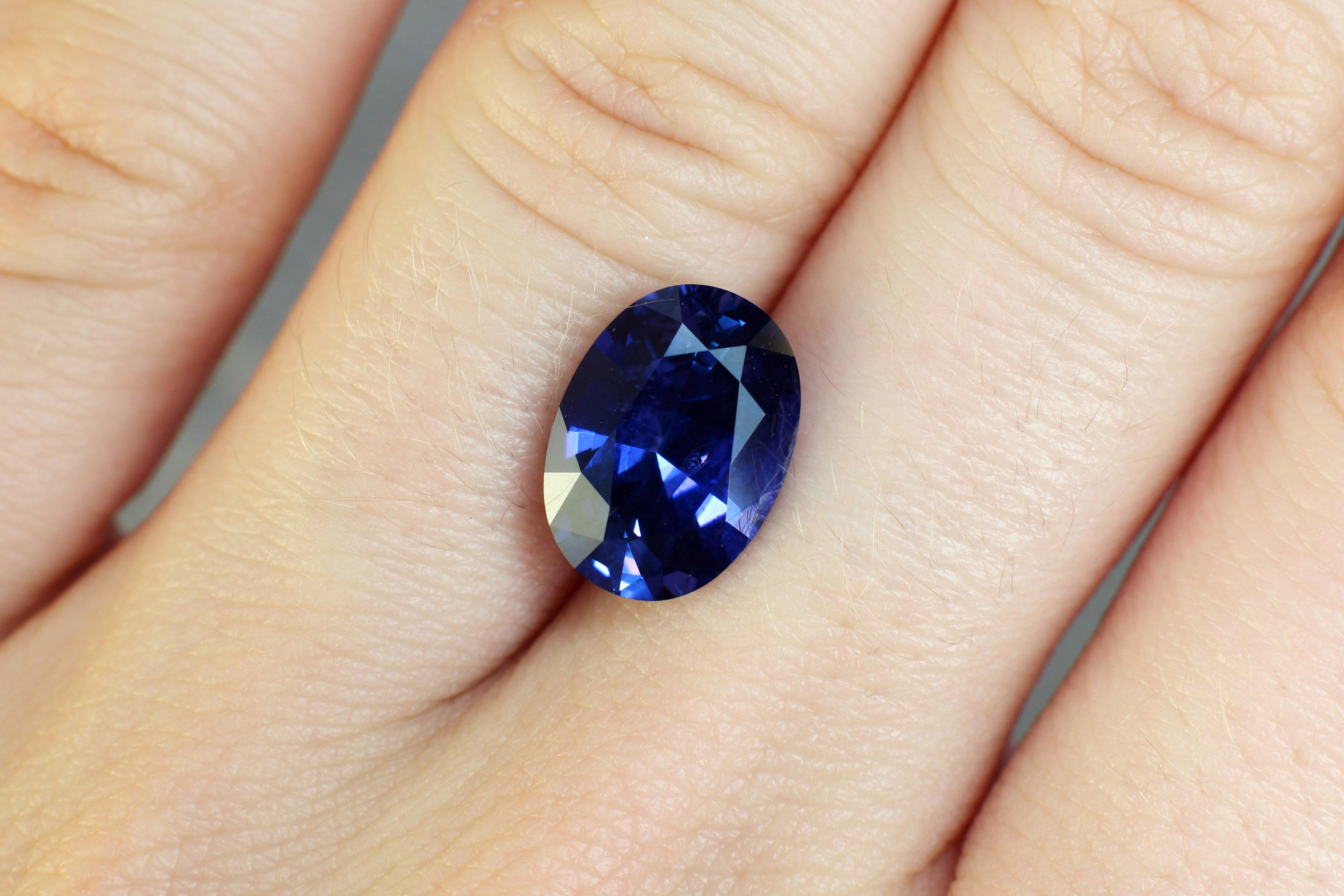 5.15 ct blue/violet oval sapphire
