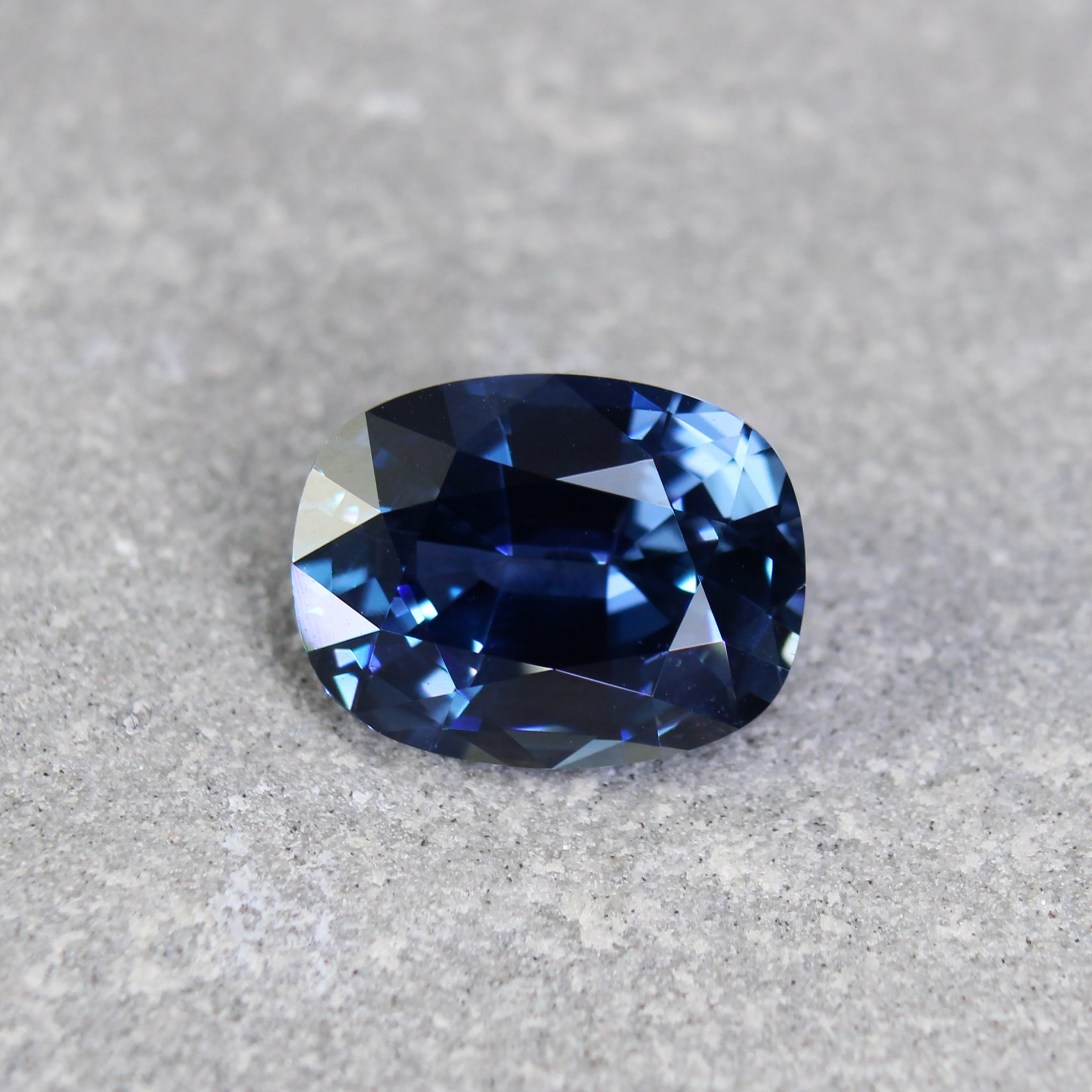 4.39 ct oval blue sapphire