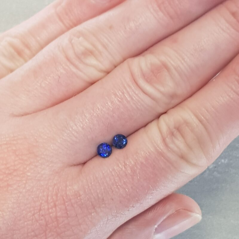 0.91 ct blue round sapphire pair