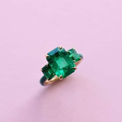 one-off emerald ring in yellow gold with ceramic detail