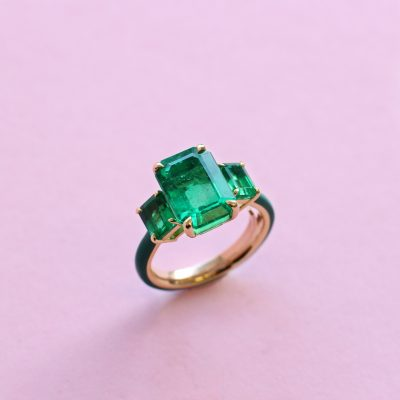monochrome emerald, yellow gold and ceramic ring