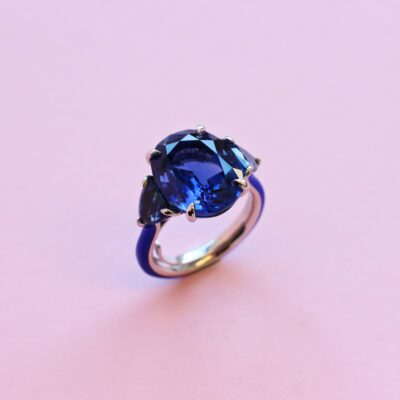 one-of-a-kind sapphire ring in platinum with ceramic detail