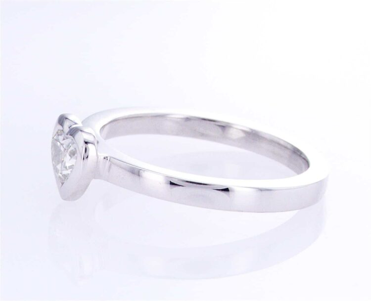 exquisite heart-shaped diamond stacking ring