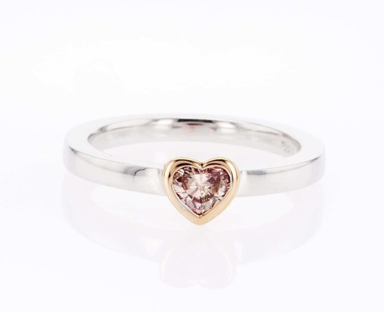 superb pink heart-shaped diamond stacking ring