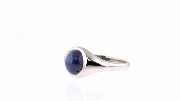 one-off sapphire cabochon white gold ring