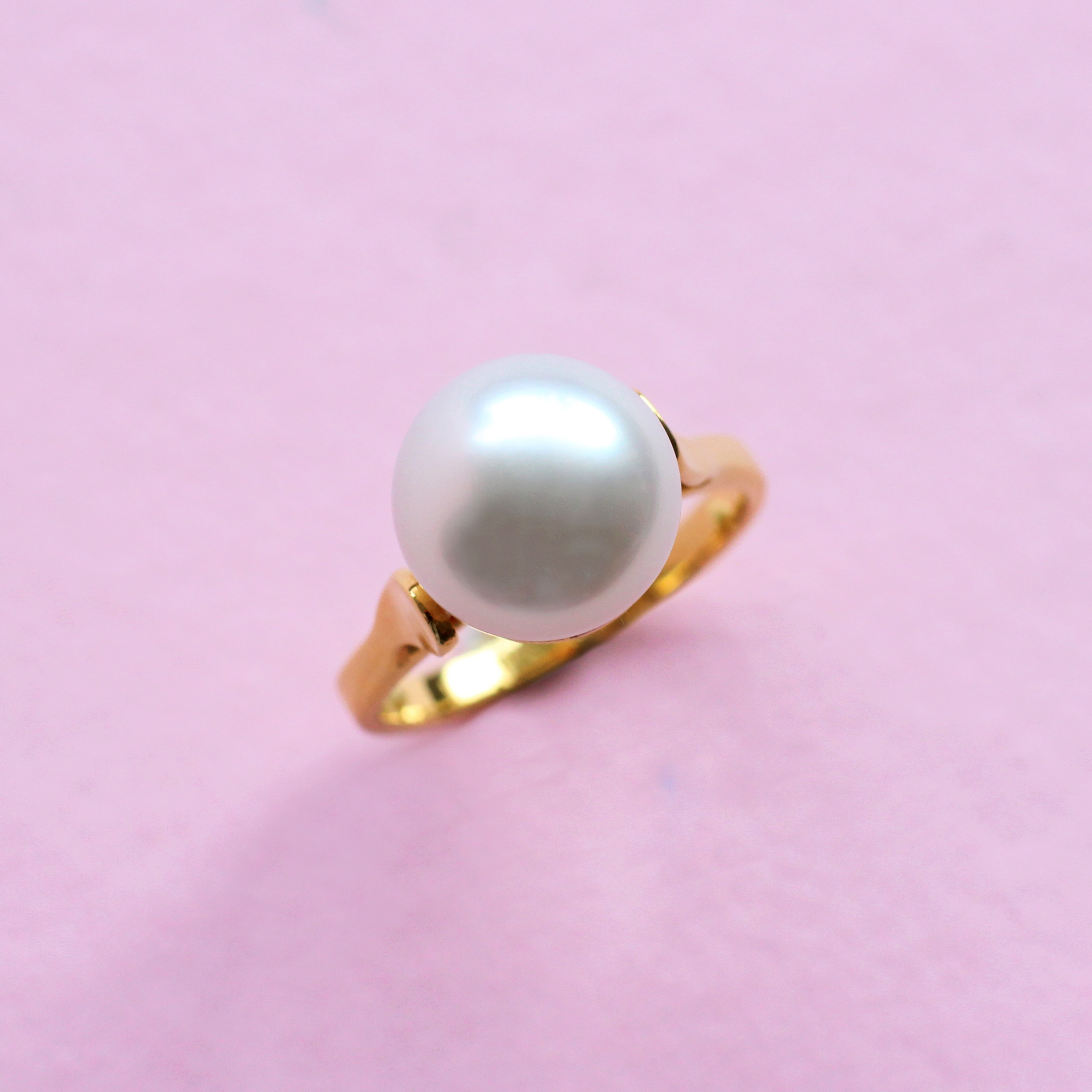 pearl and yellow gold ring