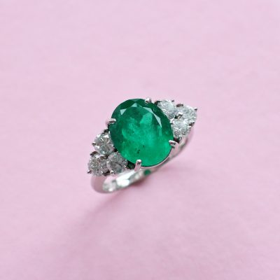 oval emerald, white diamond and white gold ring