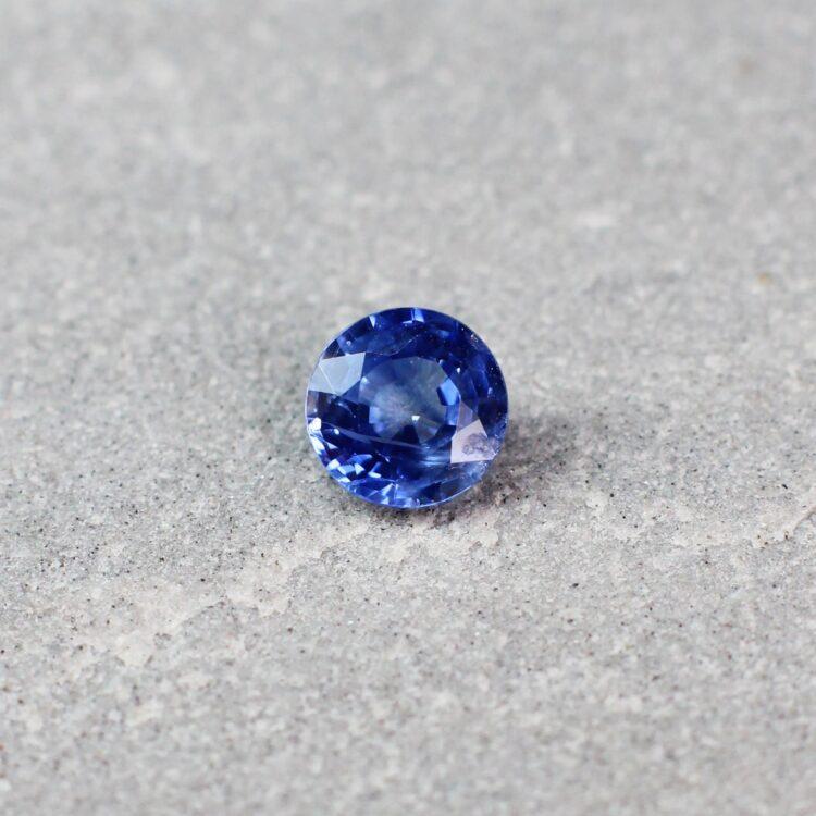 0.73 ct blue round sapphire