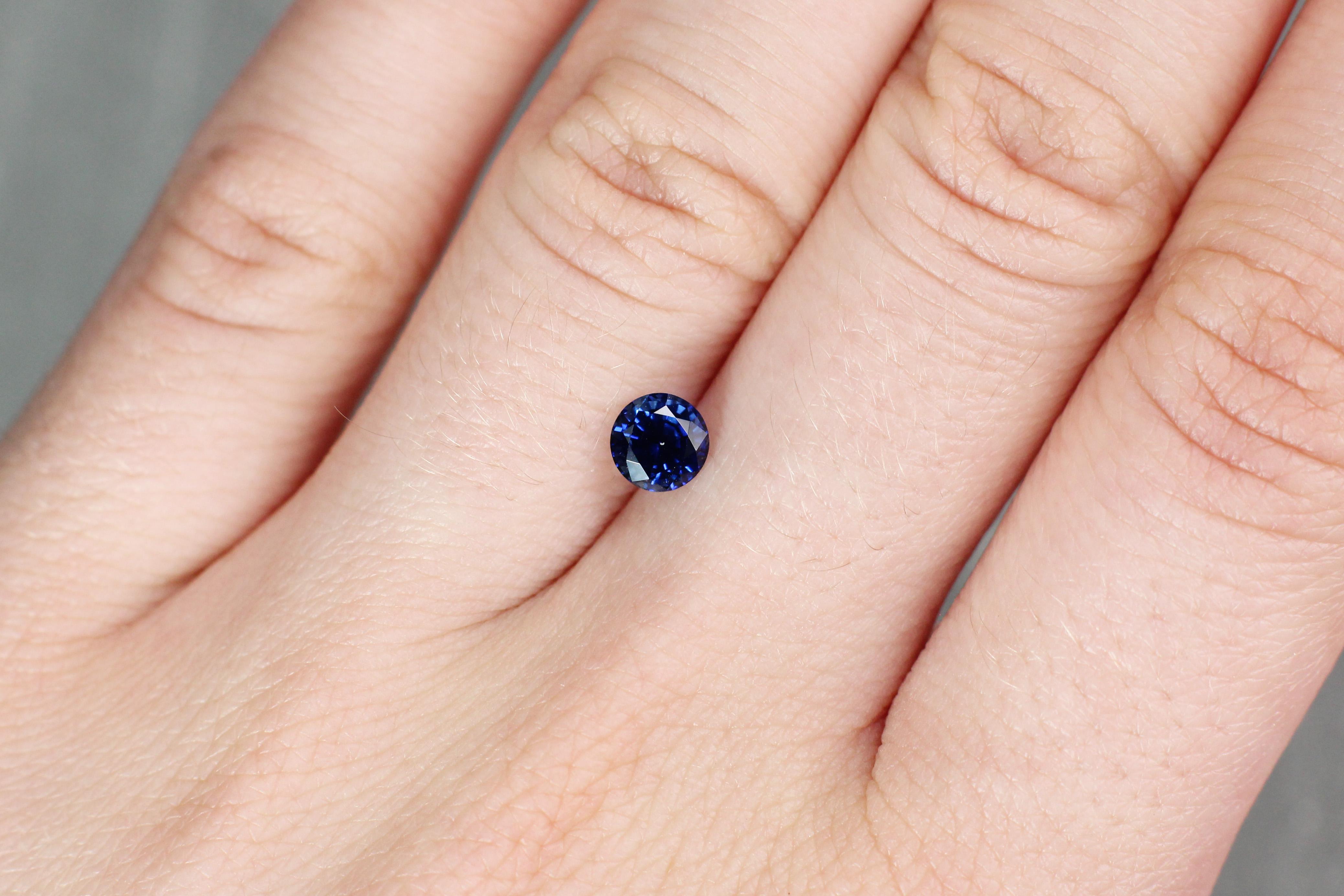 0.88 ct blue round sapphire