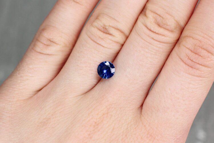 0.96 ct blue round sapphire
