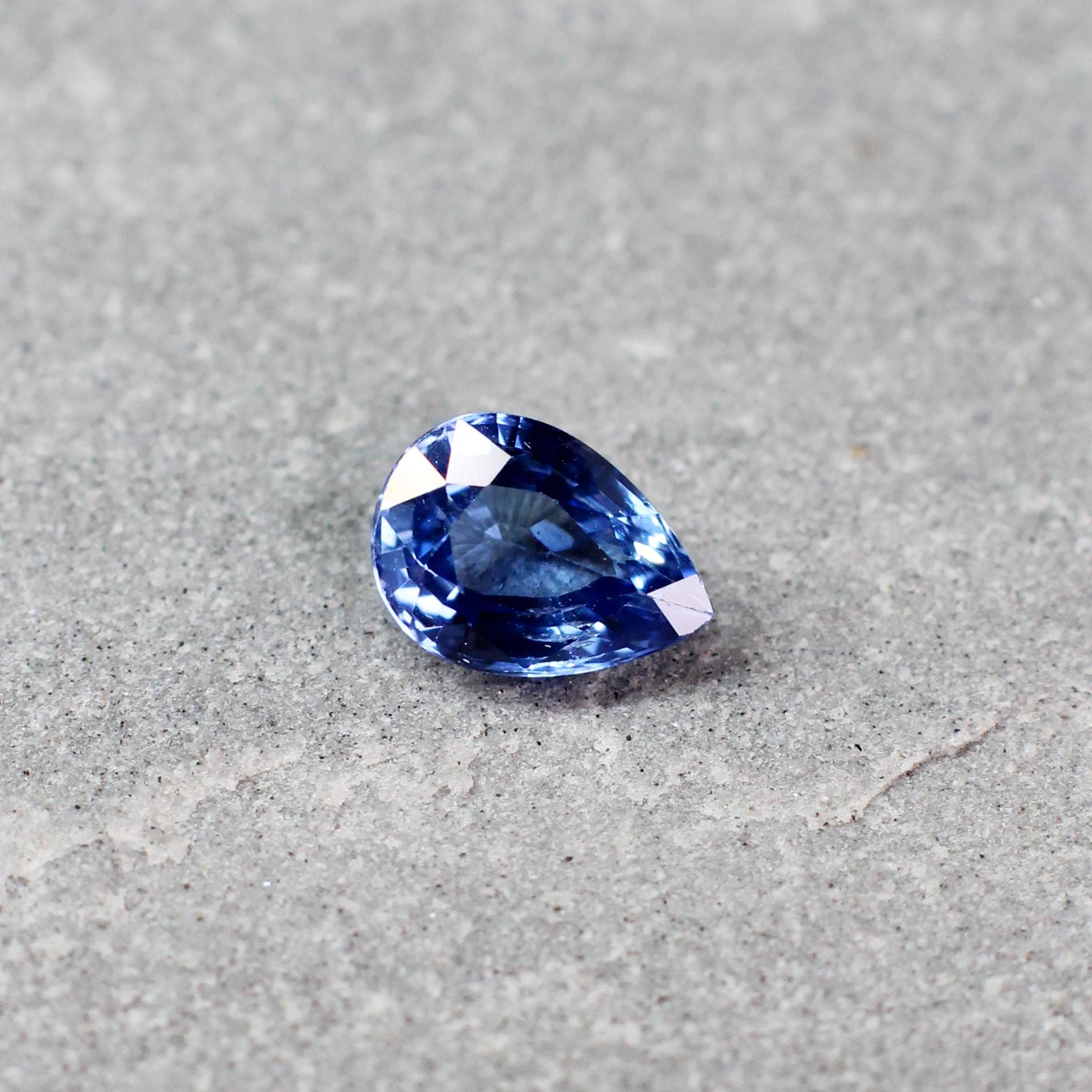 1.00 ct blue pear shape sapphire