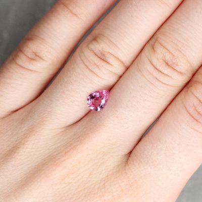 1.00 ct pink pear shape sapphire
