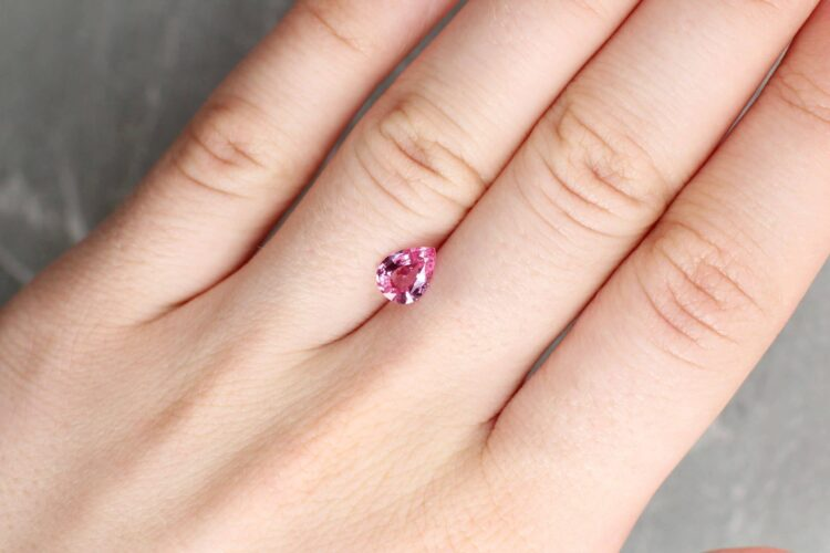 1.00 ct pink pear shape sapphire