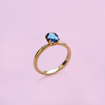 blue sapphire solitaire ring set in 18k yellow gold