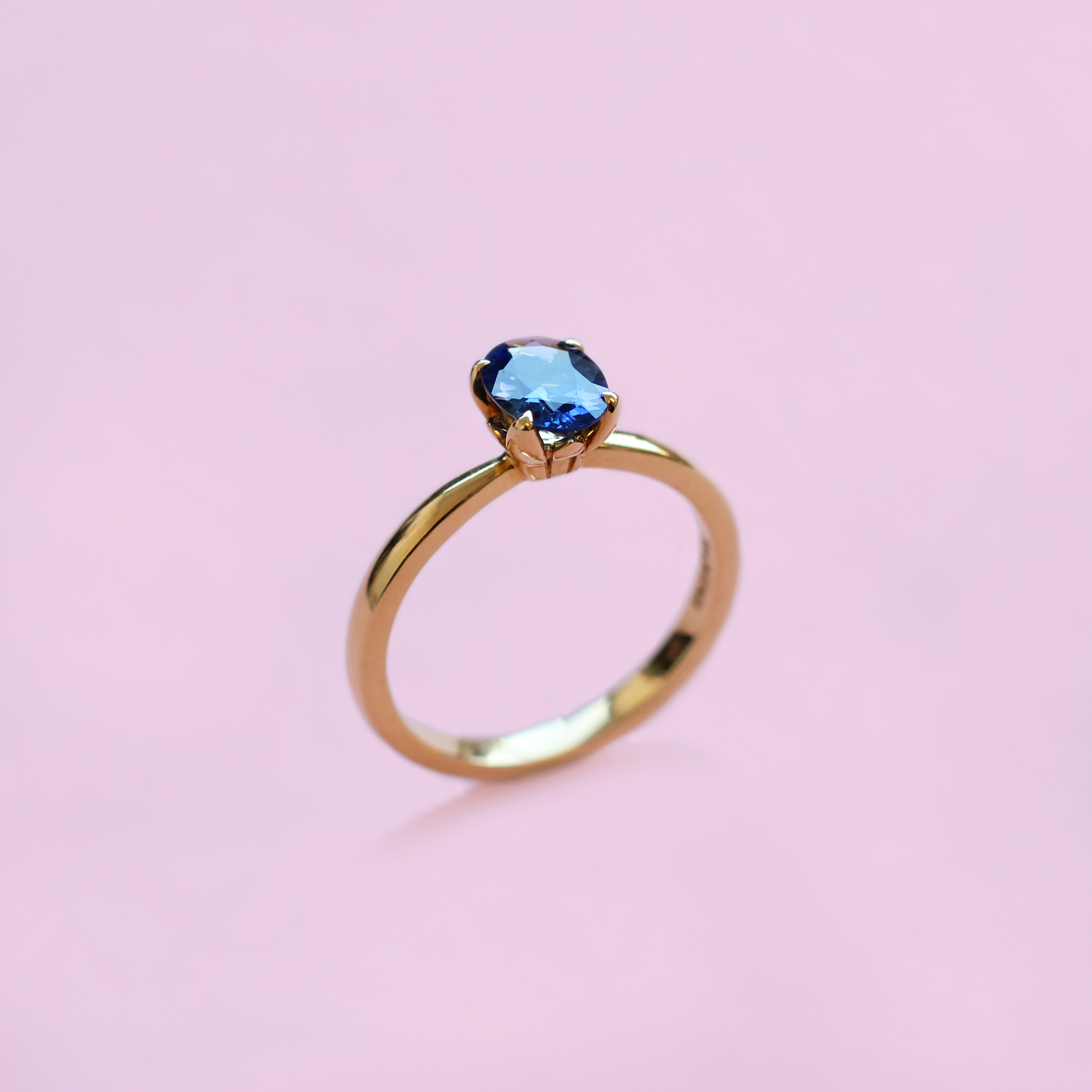 blossom solitaire ring – blue sapphire and 18k yellow gold
