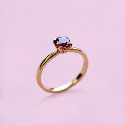 blossom solitaire ring – pinkish red ruby and 18k yellow gold
