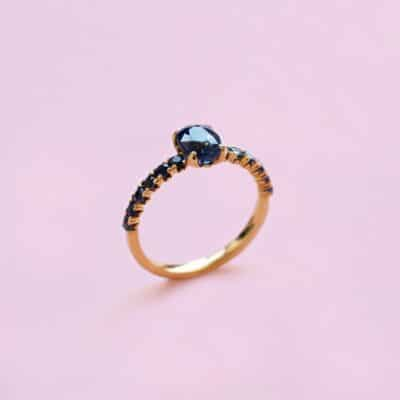 blue on blue sapphire solitaire ring set in 18kt yellow gold