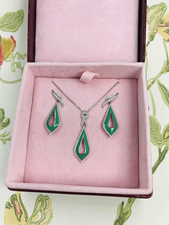 Lisa Earrings and Pendant Set