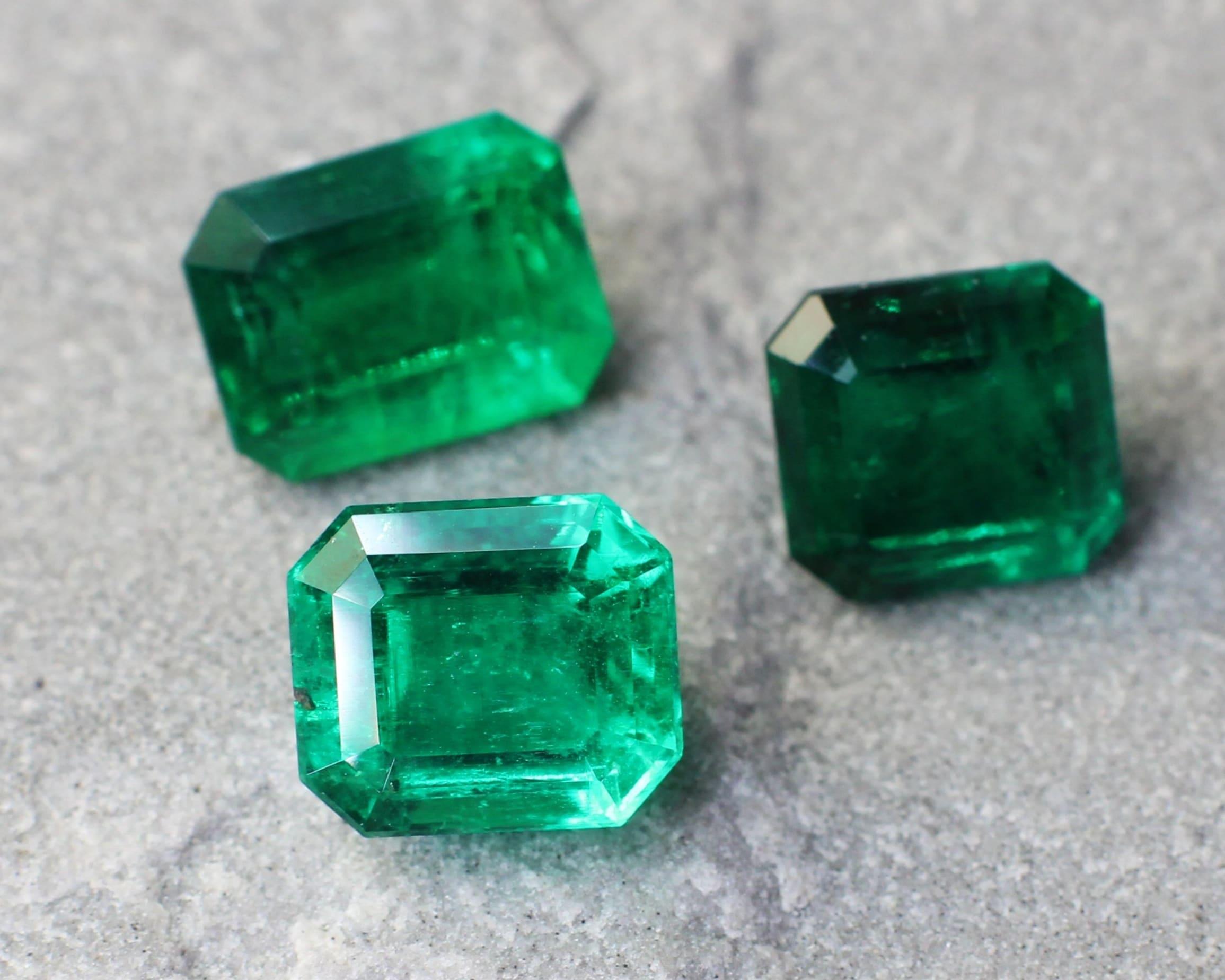 Emerald colour tone