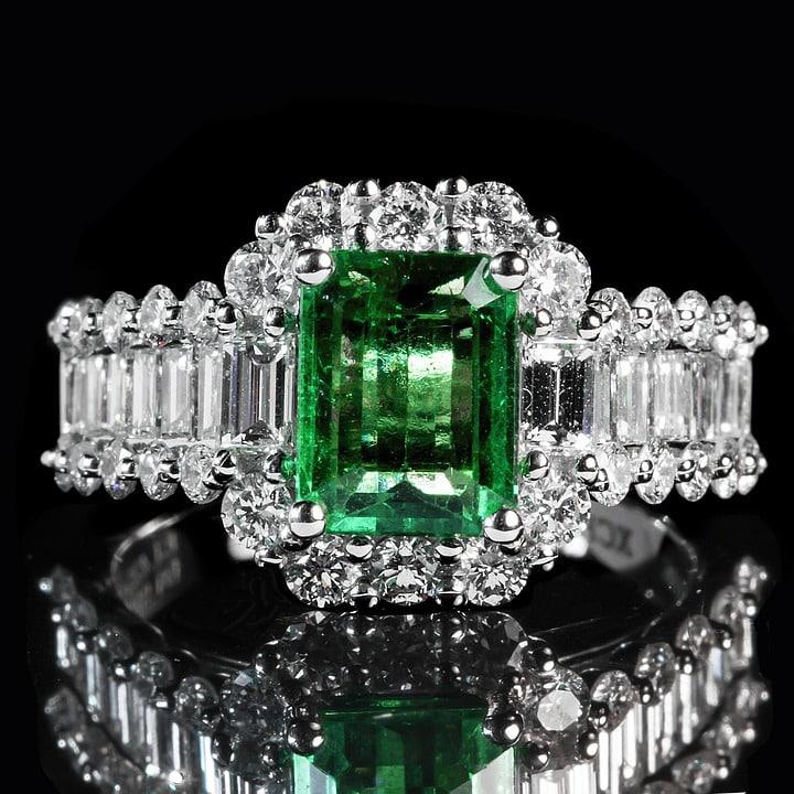 emerald-1137413_960_720.jpg
